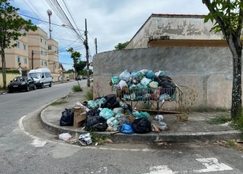 Lixo nas ruas de Rio das Ostras