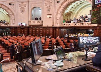 Ao todo, 49 deputados foram favoráveis e um contrário. O texto ainda precisa ser votado em segunda discussão pela Casa. (FOTO: DIVULGAÇÃO)