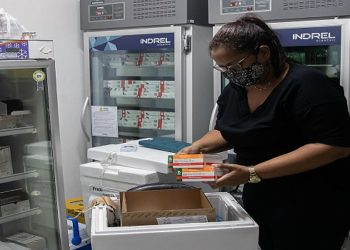 Chegada de novas doses de vacinas contra o a Covid-19. Macaé/RJ. Data: 02/04/2021. Foto: Rui Porto Filho