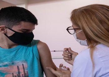 Vacinação de adolescentes com comorbidades contra Covid-19. Macaé/RJ. Data: 02/09/2021. Foto: Rui Porto Filho